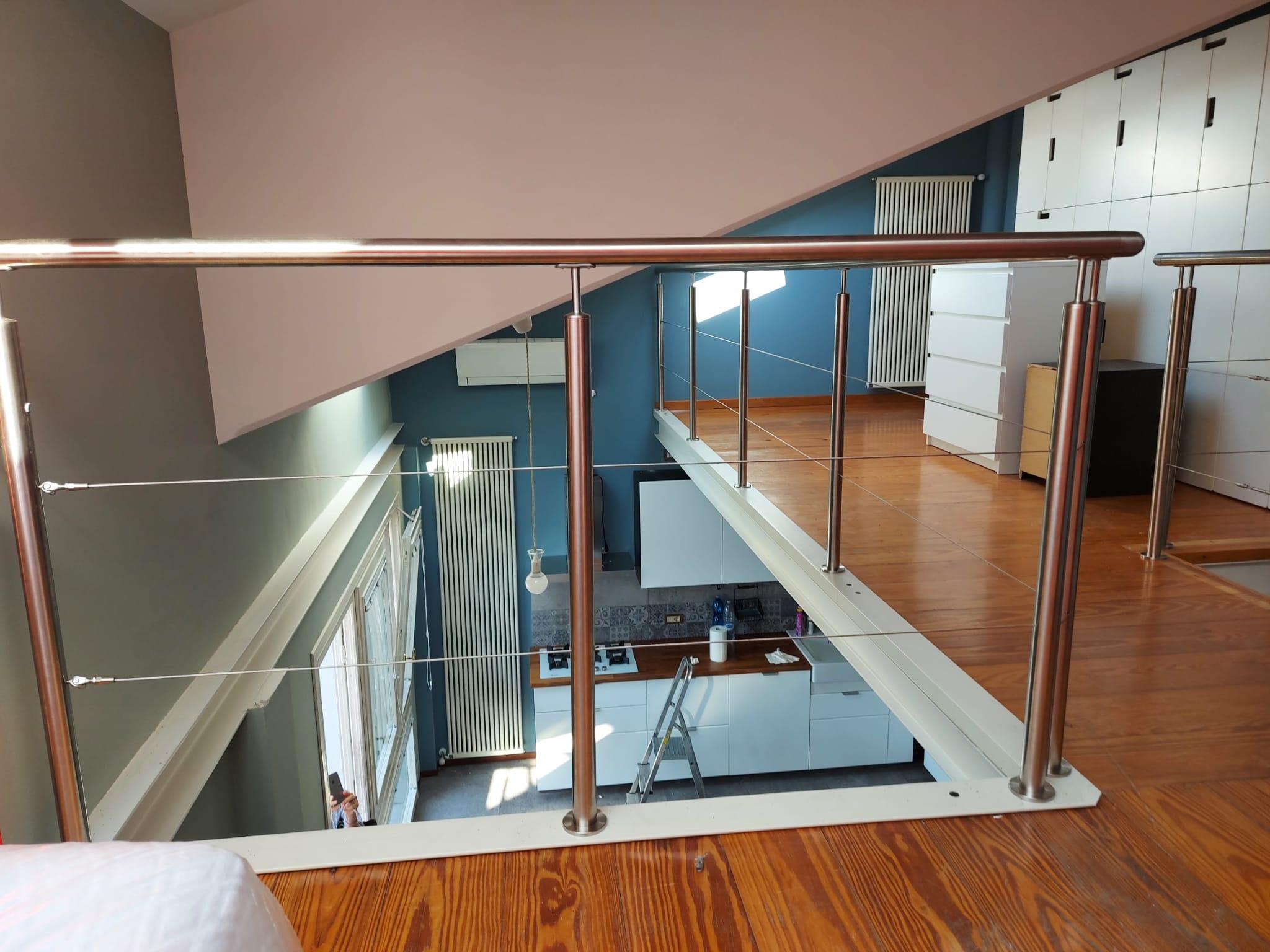 realizzazione-parapetto-in-vetro-e-alluminio-lineaspazio-vicenza-verona